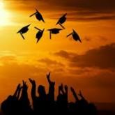 Aki jól akar keresni, menjen szépen egyetemre!
