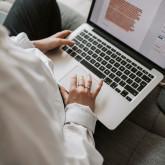 Ingyenes elektronikus tananyag segíti a magyar vállalkozások fejlesztését